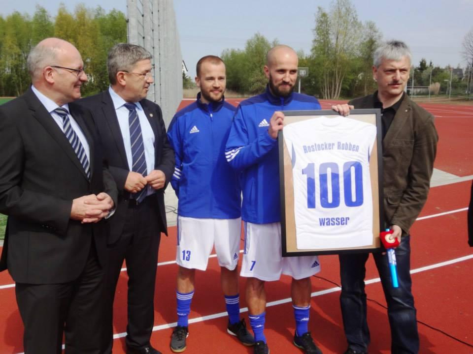 Rostocker Robben eröffnen Sportplatz