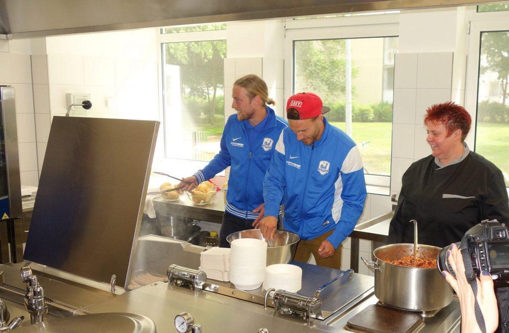 robBENEFIZ 2016: Suppenküche eröffnet